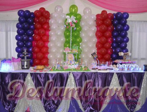 5 años globos y telas de colores