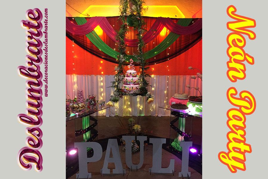Fiesta de 15 años Neón Party con torta colgante