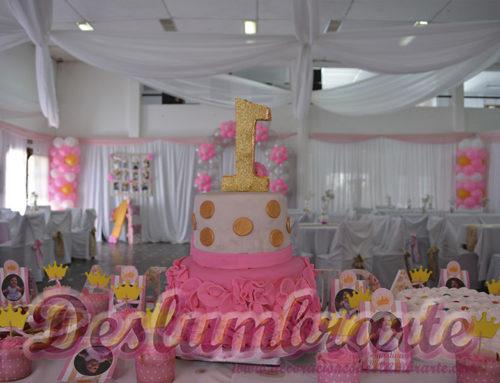 1 año telas y globos en rosado dorado y blanco
