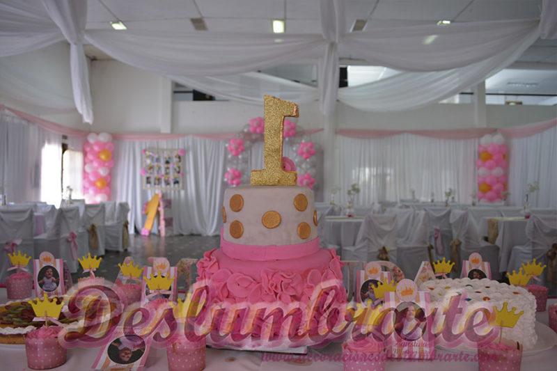 1 año telas y globos en rosado, dorado y blanco